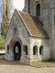 Eglise et cimetière qui l'entoure - Français:   Porche.