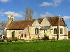 Eglise et cimetière qui l'entoure - Français:   Vue depuis le sud.
