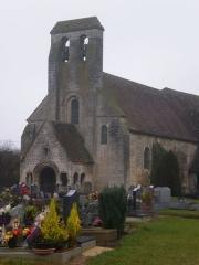 Eglise et cimetière qui l'entoure - Français:   L\'église St-Lucien de La Rue-Saint-Pierre (Oise) et le cimetière.
