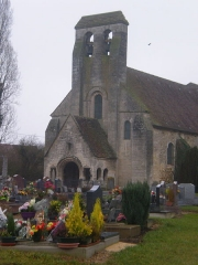 Eglise et cimetière qui l'entoure - Français:   Église Saint-Lucien de La Rue-Saint-Pierre (Oise) et le cimetière.