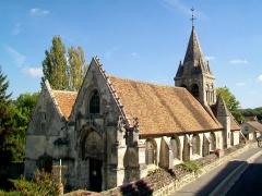 Eglise - Français:   L\'église de pélerinage à double nef, une étant dédiée à Saint-Denis, l\'autre à Saint-Jean-Baptiste. Vue depuis le sud-ouest; rue Jean-Jaurès.
