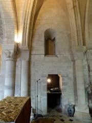 Eglise - Français:   Base du clocher, côté nord.