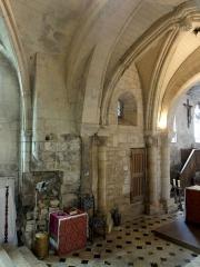 Eglise - Français:   Base du clocher, côté sud.
