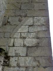 Ancienne abbaye Saint-Vincent -  Ancien bas-côté nord, 2e travée, arrachement d\'une ogive sur le contrefort à la limite avec la 1re travée.