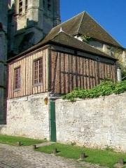 Ancienne cathédrale et son chapître - L'ancienne bibliothèque du chapitre Notre-Dame, près du portail nord, construite entre 1390 et 1410 sur la tour n° 2 de l'enceinte gallo-romaine.