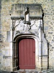 Ancien château royal, prieuré Saint-Maurice et mur gallo-romain - Français:   Prieuré St-Maurice, porte provenant du couvent des Cordeliers disparu, remontée ici en 1993.