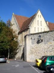 Ancien château royal, prieuré Saint-Maurice et mur gallo-romain - Français:   Prieuré St-Maurice, vue depuis l\'impasse Baumé.