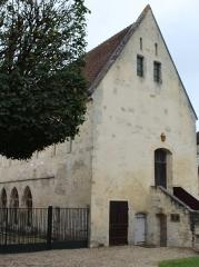 Ancien château royal, prieuré Saint-Maurice et mur gallo-romain - English: Senlis (Oise), monastery Saint-Maurice, house of the monks