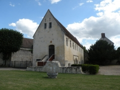 Ancien château royal, prieuré Saint-Maurice et mur gallo-romain - Français:   pireuré de Saint maurice fondé en 1262 par saint louis