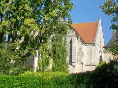 Eglise Saint-Aignan - Français:   Vue partielle des façades sud et est depuis le parking sur la place aux Veaux. Le jardin au sud de l\'ancienne église étant une propriété privé, il n\'est pas possible de contempler ces façades de plus près.