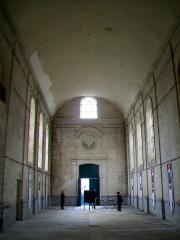 Ancien Hôpital de la Charité - Français:   La nef de la chapelle, vue sur le portail au nord.