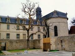 Ancien Hôpital de la Charité - Français:   L\'hôpital de la Charité et sa chapelle depuis le sud-ouest. La chapelle a été extérieurement restauré avec l\'ensemble du complexe, travaux terminés en 2010, mais elle reste sans usage.