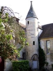 Hôtel du Flamand - Français:   L\'hôtel du Flamant, ancienne sous-préfecture, consiste d\'un bâtiment gothique du XIVe siècle (dont cette tourelle d\'escalier) modifié au XVe siècle, et d\'un bâtiment XVIIIe siècle.