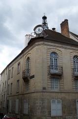 Hôtel de ville -  Horloge de l'hôtel de ville à l'angle entre la rue Vieille de Paris et la place Henry IV à Senlis (Oise).