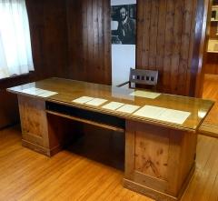 Ancienne poste aux chevaux - Deutsch: Schreibtisch von Hermann Hesse, an dem er in Gaienhofen, Bern und Montagnola gearbeitet hat. Er befindet sich heute im Hermann-Hesse-Haus (1904-1907) in Gaienhofen.