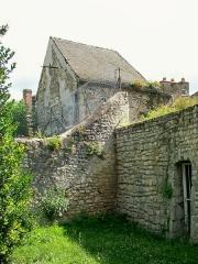Enceinte gallo-romaine - Français:   La tour n° 10 ou tour Carlier de l\'enceinte gallo-romaine, au sud de l\'ancienne collégiale Saint-Frambourg.