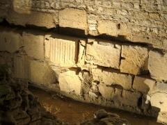 Enceinte gallo-romaine - Français:   Fondations de l\'enceinte gallo-romaine.
