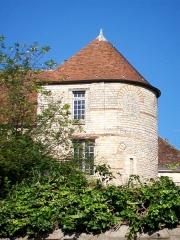 Enceinte gallo-romaine - Français:   La tour n° 1 du rempart gallo-romain ou «tour de Vermandois», accolée à l\'arrière de l\'hôtel de Vermandois, place du Parvis Notre-Dame.