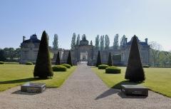 Château de Blérancourt, ancien château des Ducs de Gesvres, actuellement Musée national de la coopération franco-américaine ou Musée national des Deux-Guerres - English: Château de Blérancourt