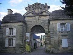 Château de Blérancourt, ancien château des Ducs de Gesvres, actuellement Musée national de la coopération franco-américaine ou Musée national des Deux-Guerres -  Blérancourt, Castle Gate