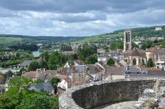 Ruines de l'ancien château et la butte sur laquelle elles sont situées - Français:   Vue depuis le chateau de Chateau Thierry, Aisne, France