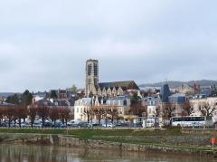 Eglise Saint-Crepin - Français:   Château-Thierry (Aisne, France); l\'église Saint-Crépin dans la ville