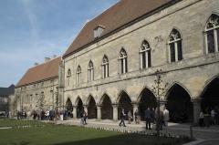 Ancien évéché et chapelle - Deutsch: Ehemaliger Bischofspalast, heute Justizpalast, in Laon im Département Aisne/Picardie (Frankreich)