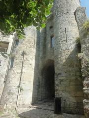 Porte de Chenizelles - Français:   Porte des Chenizelles, vue depuis le sud-est (extérieur de la ville).