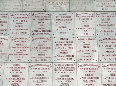 Basilique Notre-Dame - Français:   Ex-votos dans la basilique Notre-Dame de Liesse