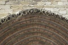 Eglise Notre-Dame - Deutsch: Katholische Pfarrkirche Notre-Dame in Marle im Département Aisne (Picardie/Frankreich), Gotisches Stufenportal des südlichen Querschiffs, Archivolten