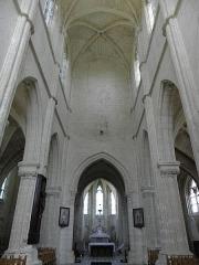 Eglise Saint-Julien et Saint-Jean-Baptiste - Français:   Vue intérieure de l\'église Saint-Julien de Royaucourt-et-Chailvet (02).
