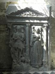Eglise Saint-Julien et Saint-Jean-Baptiste - Français:   Pierre tombale des époux de Vieuville en l\'église Saint-Julien de Royaucourt-et-Chailvet (02).
