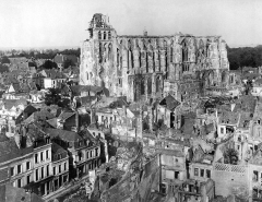 Ancienne collégiale Saint-Quentin -  View of the ruins of the town and Cathedral of St. Quentin, France
