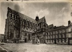 Ancienne collégiale Saint-Quentin - American archaeologist, art historian and curator