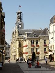 Hôtel de ville - Français:   Rue Saint-André, vue sur l\'hôtel de ville.
