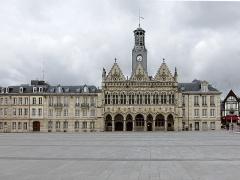 Hôtel de ville - Français:   L\'hôtel de ville de Saint-Quentin (Aisne).