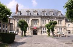 Château - Français:   Façade du vieux bâtiment