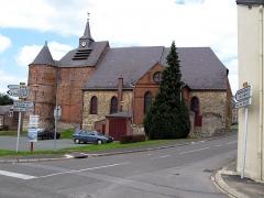 Eglise -  Wimy (Aisne, France) -   L'église fortifiée.   La photo a très volontairement été prise avec les panneaux (à droite et à gauche) pour permettre une localisation rapide du village.