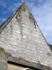 Eglise de l'Assomption -  Ailly-le-Haut-Clocher (Somme, France) - Sur la face Sud de l'église, on aperçoit encore un peu les traces du cadran solaire.