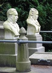 Cimetière de la Madeleine -  Amiens (Somme, France) -  Au cimetière de La Madeleine, la tombe BOIS-DUCROCQ.   .