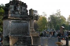 Cimetière de la Madeleine -  Amiens (Somme, France) -  Au cimetière de La Madeleine, la tombe CORROYER-PAUL.   Le haut du monument est orné d'une imitation du célèbre