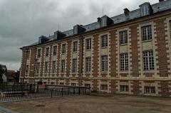 Ancien évéché - English: Amiens - Impasse Joron - View ENE on l'École Supérieure de Commerce d'Amiens