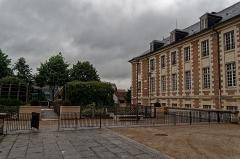 Ancien évéché - English: Amiens - Impasse Joron - View NE on Jardin Mediéval & l'École Supérieure de Commerce d'Amiens