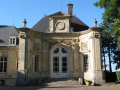 Ancien évéché - Français:   Entrée de l\'Ecole Supérieure de Commerce d\'Amiens. Par Guillaume Kretz.