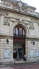 Hôtel de la préfecture du département de la Somme - English: Amiens, the Hôtel de la Préfecture de la Somme, portal