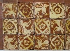 Musée de Picardie -  Ancien carrelage de la trésorerie de la cathédrale d'Amiens. Terre cuite émaillée, 14ème siècle. Musée de Picardie à Amiens.