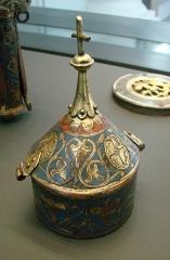 Musée de Picardie - Pyxide à décor de rinceaux et de palmettes. Cuivre doré et émail champlevé, Limoges, vers 1250.