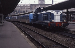 Ensemble architectural -  Single-cabbed class BB66400s were all fitted with ETH and push-pull equipment for regional passenger services. Seen here at Amiens on 12 March is BB66403 having arrived in on a train from Abbeville.