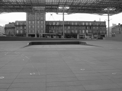 Ensemble architectural - English: Amiens, station square: assault course for people with a mobility handicap.