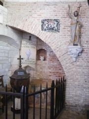 Eglise - Français:   Doudelainville, Somme, France, église, fonts baptismaux.